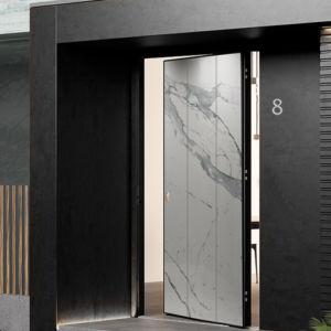 Porta blindata Bilico con pannello esterno effetto marmo